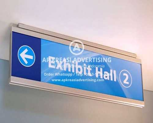 ceiling-directional-signs